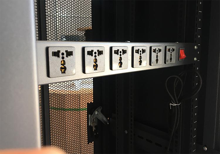 Tủ rack 42U D1000, 2 cửa lưới