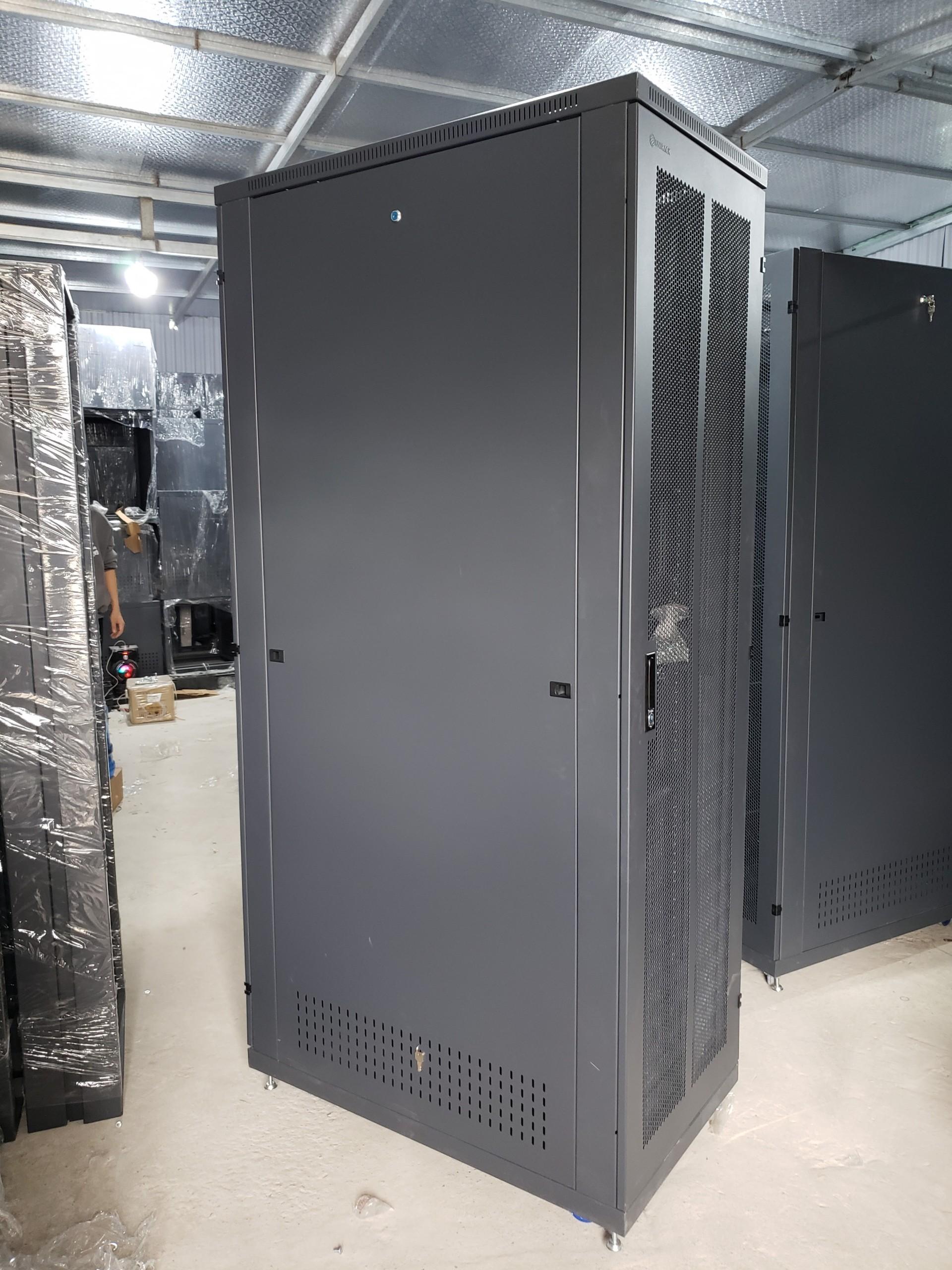 Tủ rack 42U D1000 2 cửa lưới