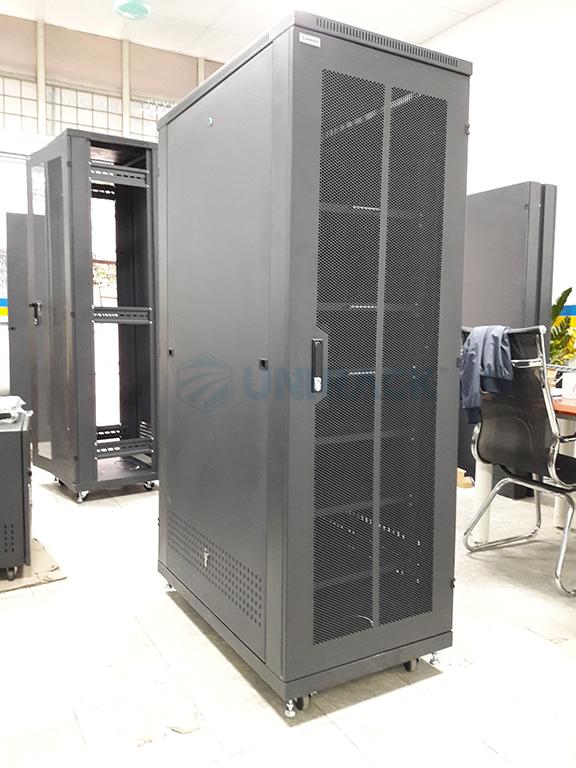 tủ mạng 36u sâu 1000 màu đen tại kho Unirack